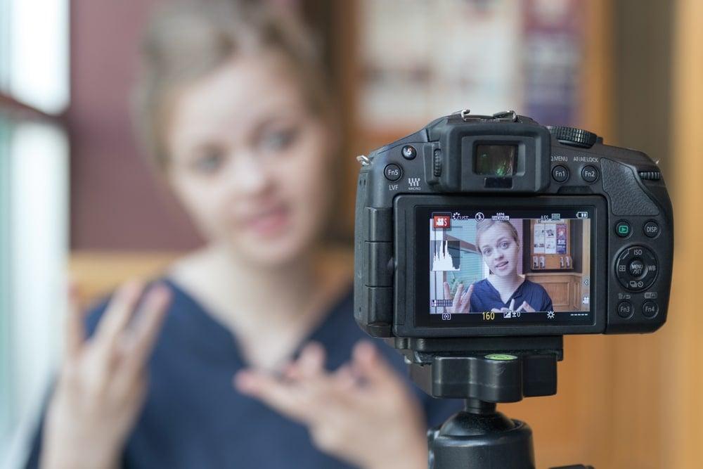 girl blogger records a video