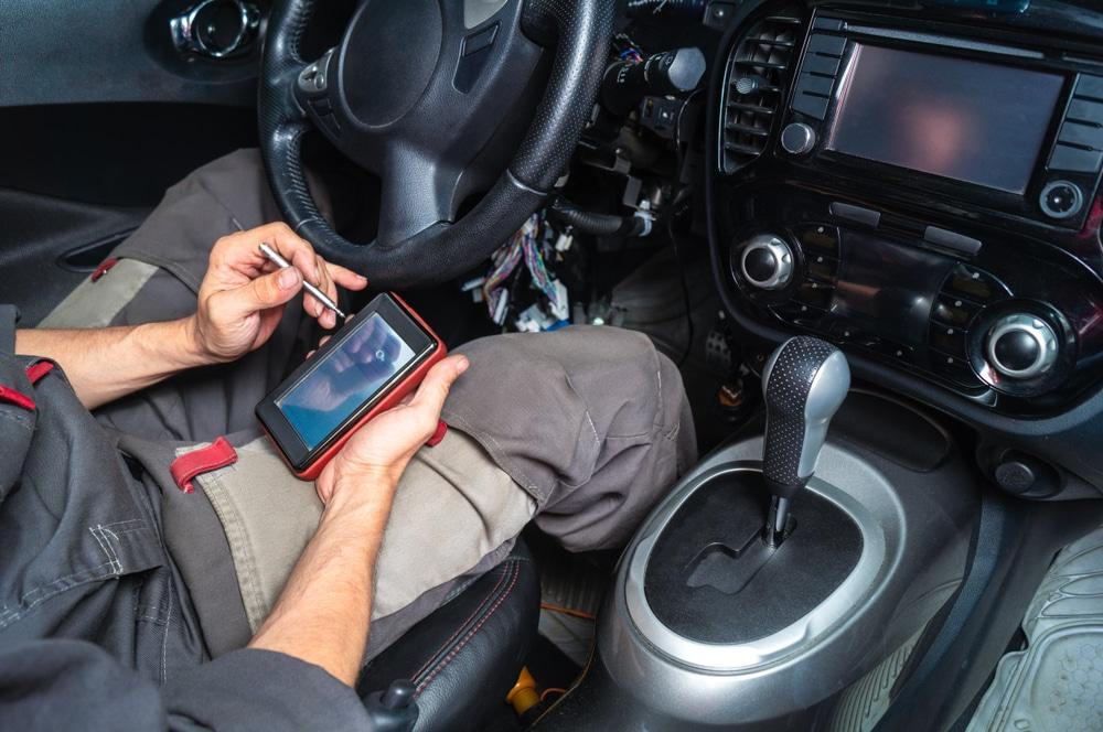 mechanic runs OBD2 for diagnostics